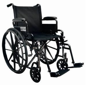 Silla de ruedas con descansabrazos y descansapies abatibles